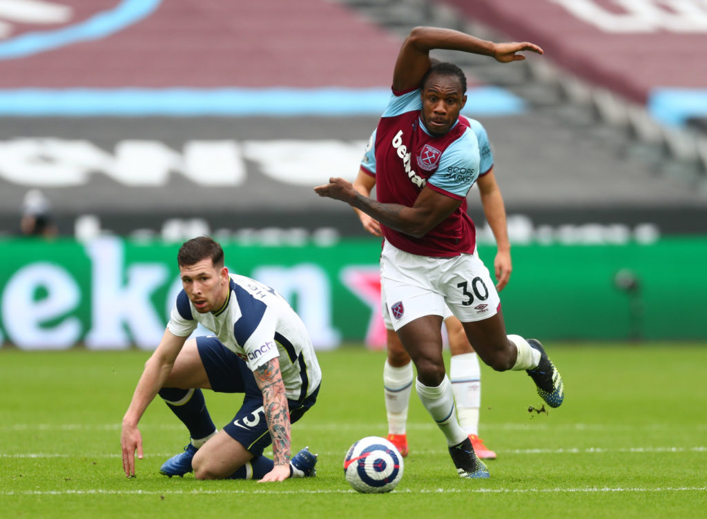 Grealish absent through injury as Castagne returns for Leicester's trip to Villa 4